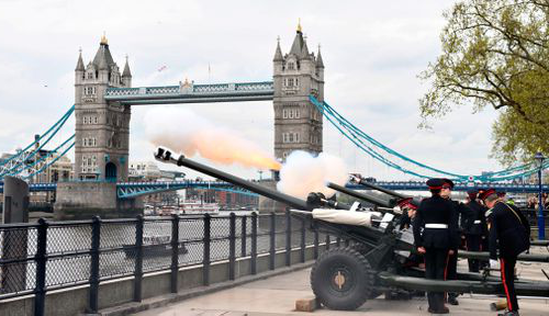 Gun salutes were heard across London the day after the new prince was born. (PA / AAP)