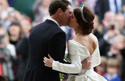 Princess Eugenie and Jack Brooksbank share a shy kiss on the steps of St George's Chapel.