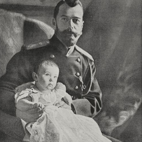 Nicholas II Romanov Emperor of 俄国, with his son, heir to the throne Alexei Nikolaevic Romanov